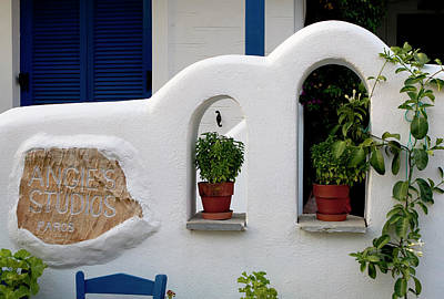 Photograph - Paros Inn Entryway by Lorraine Devon Wilke