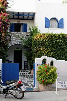 Photograph - Paros Island Inn by Lorraine Devon Wilke