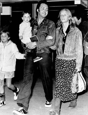 Mccartney Photograph - Paul And Linda Mccartney With Children by Everett