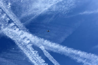 Y120831 Photograph - Plane In Vapour Filled Sky by Richard Newstead