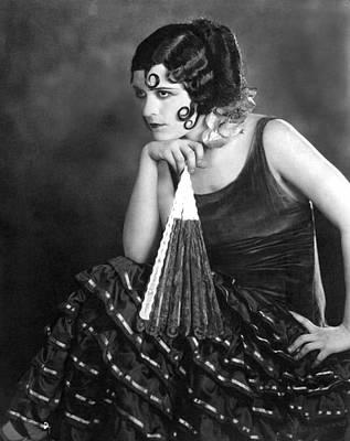 Pola Negri Photograph - Pola Negri, 1924 by Everett