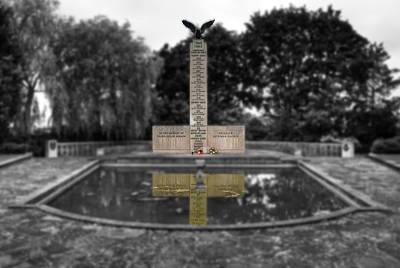 Photograph - Polish War Memorial by Chris Day