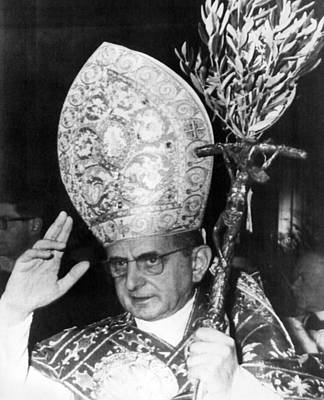 Pope Paul Vi, Blessing Crowd In St Art Print by Everett