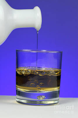 Pouring Oil Into Vinegar Art Print by Photo Researchers, Inc.