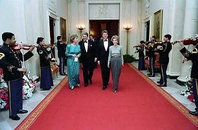 Hillary Clinton Photograph - President And Nancy Reagan Walking by Everett