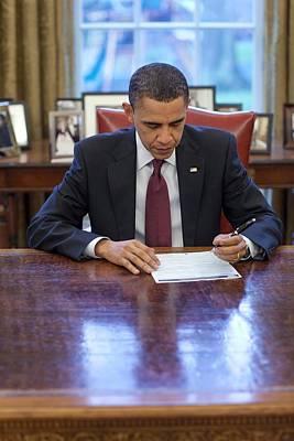 President Barack Obama Fills Print by Everett