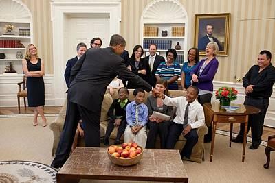President Barack Obama Greets Students Art Print