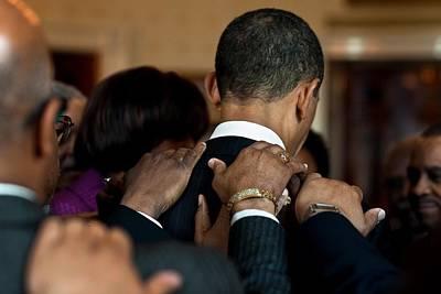 President Barack Obama Prays Art Print by Everett