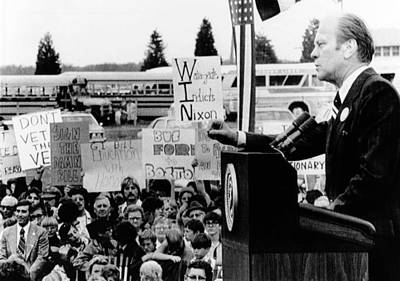 President Gerald Ford Speaks To A Crowd Art Print by Everett
