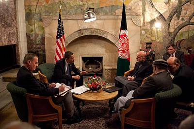 President Obama Meets With Afghan Art Print by Everett