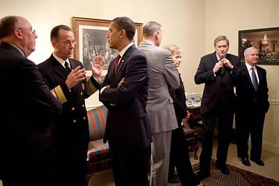 President Obama Talks With Admiral Art Print