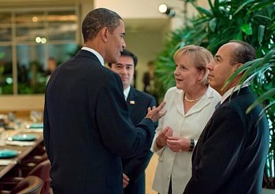 President Obama Talks With German Art Print by Everett