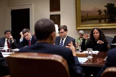 President Obama Talks With Mona Sutphen Art Print by Everett