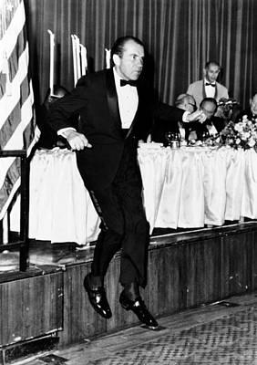 President Richard Nixon Leaps Art Print by Everett