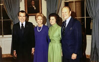 First Amendment Photograph - President Richard Nixon, Pat Nixon by Everett