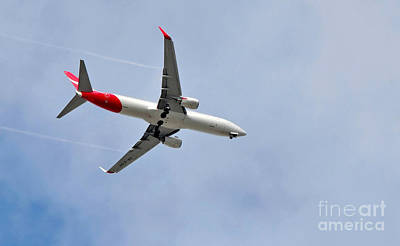 Airlines Photograph - Qantas Heading Home by Kaye Menner
