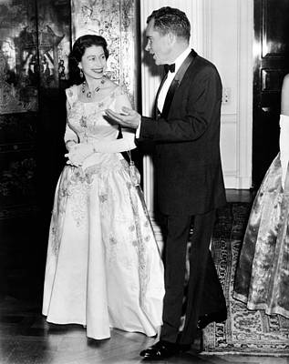 Queen Elizabeth II And Vice President Art Print by Everett