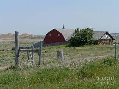 Red Hiproof Barn In Nd Art Print by Bobbylee Farrier