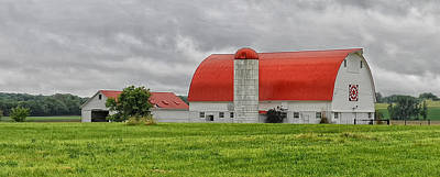 Red Roofed Barn Art Print by Brian Mollenkopf