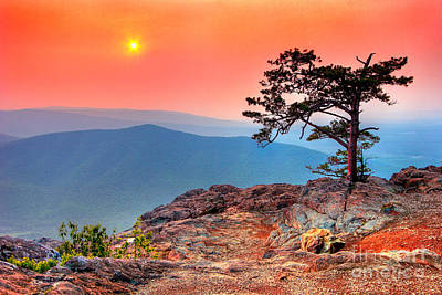 Blue Ridge Parkway Painting - Red Sky Over Ravens Roost Fx by Dan Carmichael