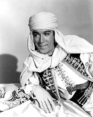 Arabian Attire Photograph - Road To Morocco, Anthony Quinn, 1942 by Everett