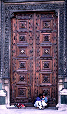 Romance At The Door Of The Cathedral Di Santa Maria Del Fiore Art Print by Tom Wurl