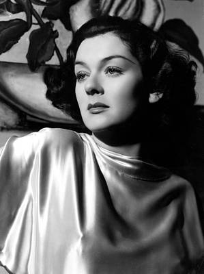 Hurrell Photograph - Rosalind Russell In A 1935 Portrait by Everett