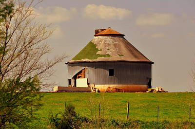 Round Barn Art Print by Marty Koch