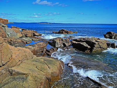 Photograph - Rush Of Tide At Thunder Hole by Lynda Lehmann