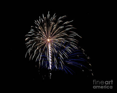 Photograph - Rvr Fireworks 115 by Mark Dodd