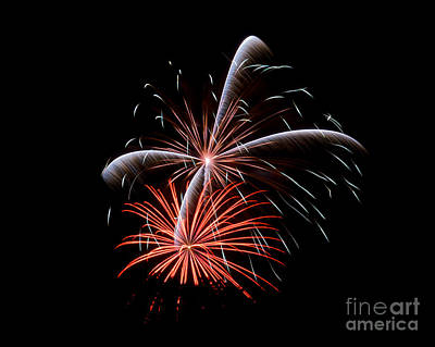 Photograph - Rvr Fireworks 128 by Mark Dodd