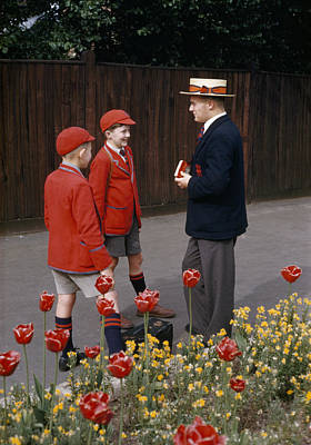 Schoolboys Chat With A Master At Kings Art Print by Franc Shor