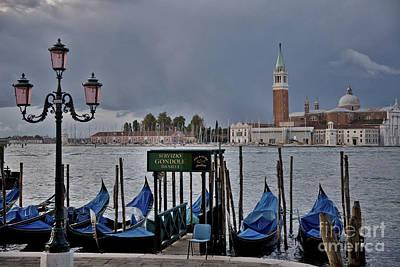 Venedig Photograph - Servizio Gondole Danieli by Heiko Koehrer-Wagner