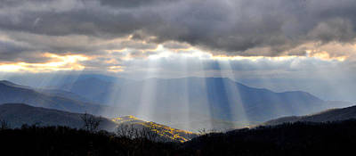 Photograph - Shafts Of Mountian Light by Alan Lenk
