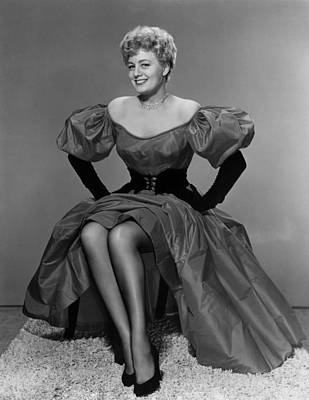 Long Necklace Photograph - Shelley Winters, 1952 by Everett