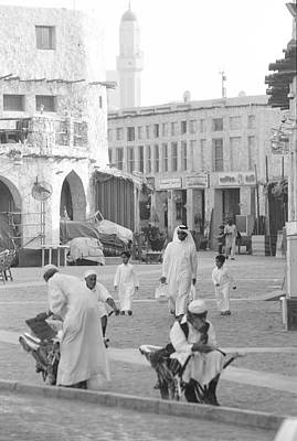 Souq Photograph - Shoppers And Porters In Doha by Paul Cowan