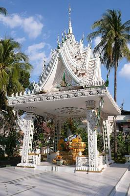 Shrine At Wat Inpeng Art Print by Gregory Smith