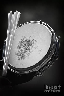 Photograph - Simple Drum by Danuta Bennett