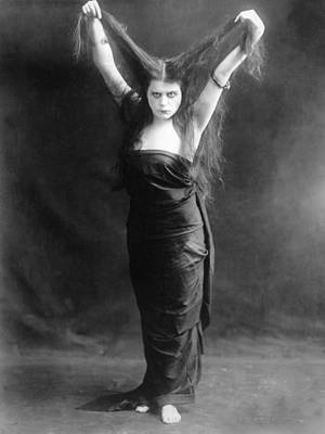 Sin, Theda Bara, 1915 Art Print by Everett