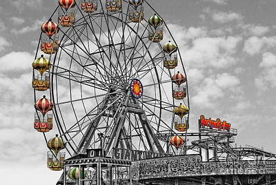 Photograph - Skegness Giant Wheel by Yhun Suarez