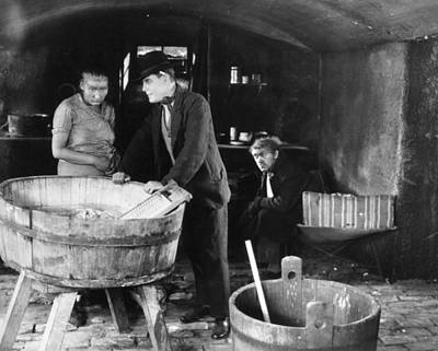 Washtubs Photograph - Slums Of Berlin, 1925 by Granger