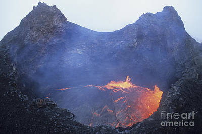 Small Lava Lake In Pit Crater, Puu Oo Art Print