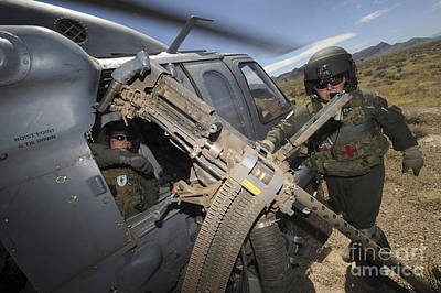 Soldiers Prepare To Reload A .50 Art Print