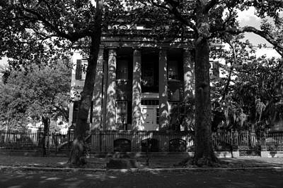 Savannah Fine Art . Savannah Old Trees Photograph - Southern Mansion by David Lee Thompson