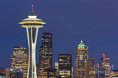 Space Needle And Downtown Seattle Skyline Art Print by Rob Tilley