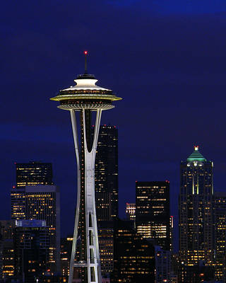 Photograph - Space Needle At Night In Color by Mark J Seefeldt
