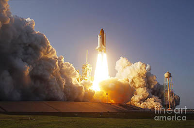 Space Shuttle Discovery Lifts Art Print
