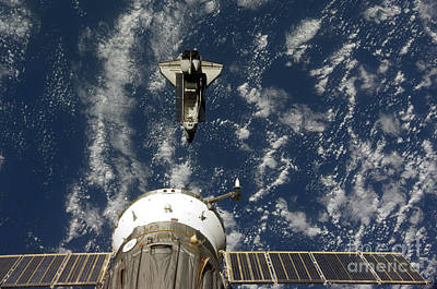 Ov-105 Photograph - Space Shuttle Endeavour And A Soyuz by Stocktrek Images