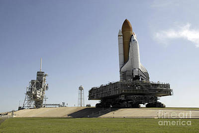 Space Shuttle Endeavour Approaches Art Print