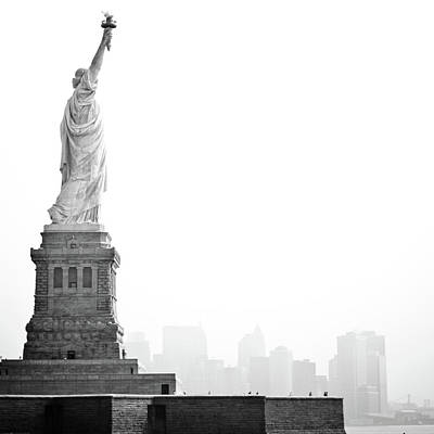 Statue Of Liberty Replica Photograph - Statue Of Liberty by Image - Natasha Maiolo